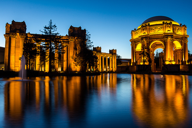 Palace of Fine Arts in San Francisco nightview