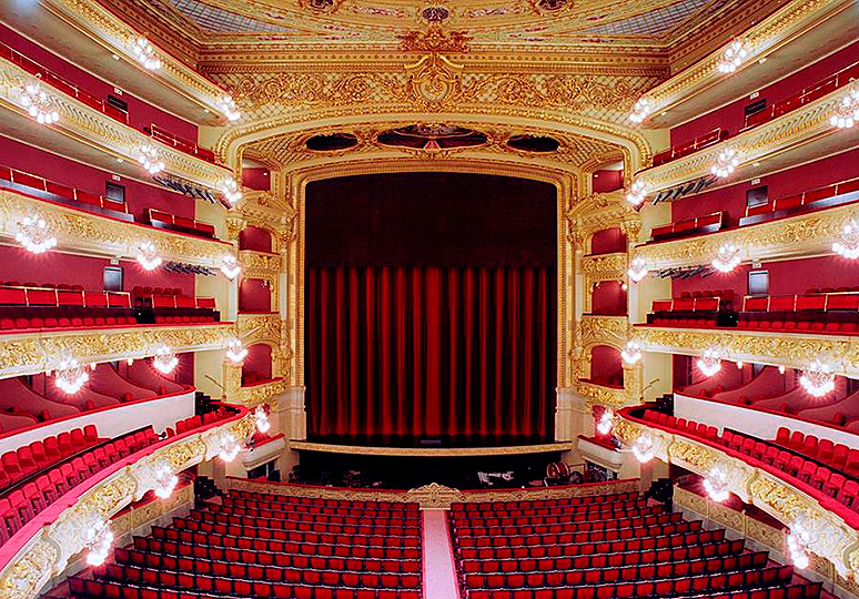 what to do in barcelona opera