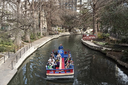 Tourists Barges Siteseeing - things to do in san antonio