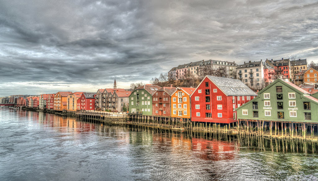 row of colored houses moving to Norway
